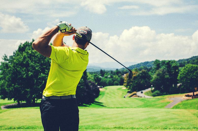 golfer holding a driver shaft